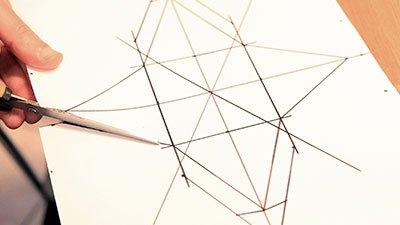 Copertina servizio Art&Business - ritaglio di un cartoncino