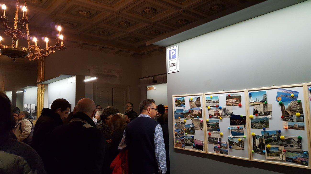Visitatori dell'inaugurazione della mostra BelVedere curata da ERPAC presso il Museo Sartorio di Trieste