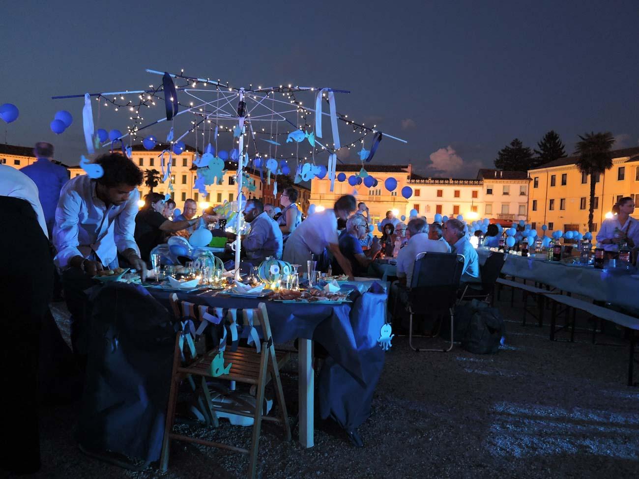 Il Mare a Palmanova, 2018 - cena in azzurro per celebrare i 40 anni della rivoluzione basagliana organizzata dal Consorzio di Cooperative Sociali Il Mosaico
